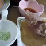 ロヂウラ食堂 - 温野菜や豚肉のせいろ蒸しは塩、ポン酢、ごまだれからそれぞれ好きな物を選んでいただきます。   私は温野菜は塩、豚肉はゴマダレを中心にいただいてみました。