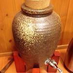 おやじの台所 - 飲み放題の焼酎瓶
