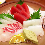 おやじの台所 - お刺身盛り合わせ(鯛、マグロ、イカ)