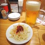 大阪王将 - ビールセットのビールと辛もやし