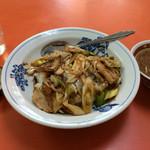 珎々亭 - 「バク丼」は豚バラ肉とネギのピリ辛炒め。 葱の香りが香ばしく、美味しい一品。