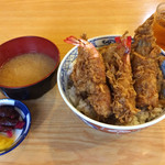 天扶良まるやま - お昼のサービス天丼。 食材は小ぶりながら、サクサクした衣が美味い。