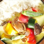 野菜を食べるカレーcamp - 彩り野菜のタイ風チキンカレー