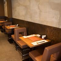 海栗屋  - 二名様のテーブル席