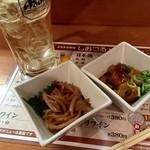 エキナカ酒場 しおつる - ワンコインセットは、14時以降愉しめます。小鉢二品が付いて500円!