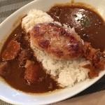 ジジノシッポ - 料理写真:ビーフとポークのダブルソースに、ポークハンバーグをトッピングw