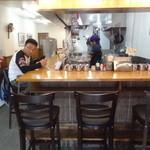 博多ラーメン ばりこて 高田馬場店 - 店内(カウンター席)/2014年11月来店