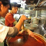 焼肉グレート - たれは全てセントラルキッチンにて一括自社生産。