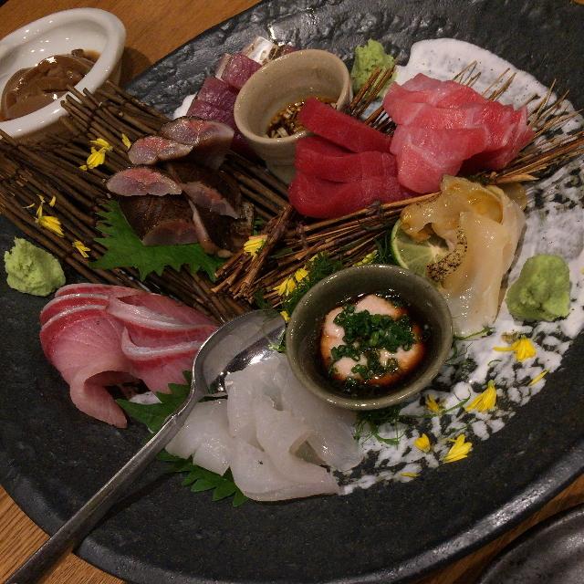 阿部 広尾別館 - おまかせ刺身盛り。カワハギが肝ダレで入っています。2014年10月