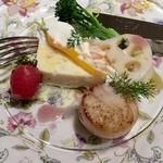 ラ・フランス亭 - 前菜 蟹、帆立、白身魚のテリーヌこちらとても美味しいのです!