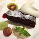 ラ・フランス亭 - ガトーショコラ フルーツとても美味しい!