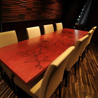 接待や会食,忘年会に最適な上質空間をご用意。