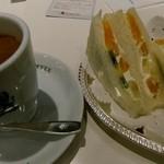 イノダコーヒ - ブレンドコーヒー(585円)