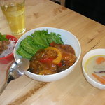 カフェ チャノマ - チキンのトマト煮込み丼