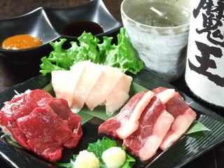 馬肉料理 和牛もつ鍋 姫桜 - 馬刺しは札幌NO1でしょう!!
