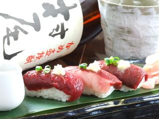 馬肉料理 和牛もつ鍋 姫桜 - 馬のにぎりは最高!!