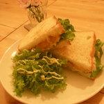 カフェ チャノマ - カレーツナマンゴーサンドイッチ
