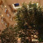 帝国ホテル 大阪 - 吹き抜けのホール