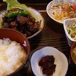 奥藤 - 鶏もつ煮定食1200円
