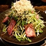 焼肉・もつ鍋専門店 パチキ - 牛たたきサラダ!