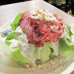 炙り炉端 山尾 西新 - 丸ごとレタスとわらくんベーコンのシーザーサラダ。