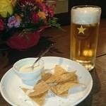 LATINO - Nachos con crema de queso ナチョス&チーズソース