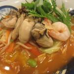 リンガーハット - かきちゃんぽん(トムヤムクン風スープ)のアップ