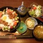 32367184 - 海鮮スタミナ丼(ミニサラダ、漬物、みそ汁付き)…ランチパスポート価格540円(税込)