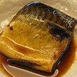 岡崎食堂 - 料理写真:食堂名物料理、煮サバ250円