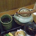 安全レストラン - 茶だしの土瓶と湯呑みです。