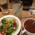 いしがまやハンバーグ - スペシャルセットのサラダ、スープ、柚子ソーダ