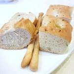 リストランテ アニモフェリーチェ - チーズのグリッシーニ フォカッチャ バゲット