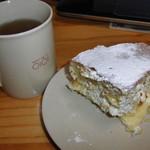 32375020 - 紅茶とともに(ふわふわやわらかクリームケーキ)
