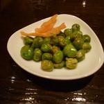 アークラウンジアンドバー - 煎り豌豆。