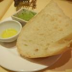 レストランMOMO - パン