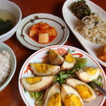 韓国風居酒屋 唐辛子 - 料理写真:肉巻き玉子定食(900円)+ナムルはサービス
