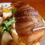 3238151 - 巻いてあるお肉、良い味してます