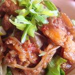 韓国風居酒屋 唐辛子 - 柔らかいすじ肉の他にコンニャク、糸こんにゃくも
