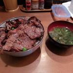 炭焼き豚丼 和とん - 豚丼5枚味噌汁付740円