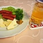 ニッカ会館レストラン 樽 - おつまみに「ウィンナーチーズセット」