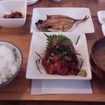 ケンちゃん - 日替わり定食 真鯵開きとマグロブツ 700円