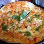 パイナップル畑 - 三種チーズのピザ
