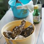 14番目の月 - 牡蠣、殻入れ、軍手、牡蠣はさみ、貝こじ開け用の治具、牡蠣醤油、レモン汁のセット