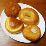 32387874 - 安藤なつ・クリームパン・バターチキンカレーパン・ベーグル