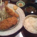勝烈亭 - ひれかつと海老フライ定食1235円