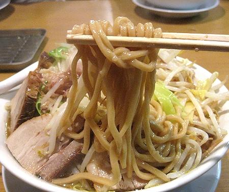 神起 - 麺は極太麺!