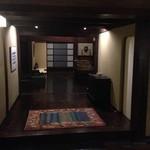 茶寮 柴扉洞 - 本館に入ってすぐ左、柴扉洞の入口