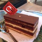 オペラ - オペラ 389円 フランスの伝統菓子なクラッシックなケーキ。