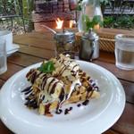 森の時間 - 焼き立てワッフル チョコ・バナナ・ナッツ 680円 生クリーム・アイス付き