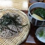 塚本みやげ店 - 季節限定のしめじつけ麺